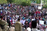 Dinilai Lecehkan Bupati, Massa AMPST Demo Ketua DPRD Sumba Timur