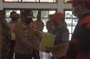Petugas Kebersihan di Pemalang Dapat Bantuan Sembako dari TNI-Polri