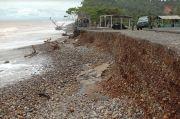 Dihantam Abrasi Jalinbar Sumatera di Bengkulu Terancam Putus
