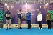 Kemenparekraf Serahkan 14.100 Paket Bantuan Tahap Dua untuk Pelaku Pariwisata di Jatim