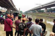 Pencarian Korban Mobil Nyemplung di Kalimalang Undang Kerumunan, Bikin Jalanan Macet
