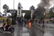 Aksi Tolak TKA China Berlanjut, Massa Blokade Batas Kota Kendari