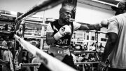 Jam 1 Pagi Minta Bertarung, Floyd Mayweather Masih Brutal di Ring