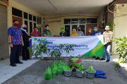 Karyawan BP Jamsostek Tanjung Perak Gotong Royong Hijaukan Surabaya