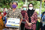 Bupati Lutra Salurkan Dana BSPS untuk Puluhan Warga di 2 Kecamatan