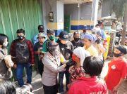 Wani Lawan COVID-19, Bonek Tribun Timur Bagi Masker di Pasar Tradisional