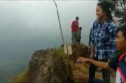 Menikmati Sensasi Keindahan Alam TNBTS Dari Gunung Lawang