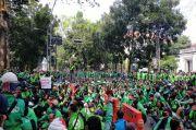 Jalan Wastukancana Ditutup, Ribuan Ojol Demo di Balaikota Bandung