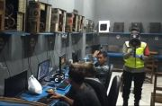 Razia Warnet di Blitar, Tak Pakai Masker Dihukum Push Up