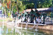 100.000 Benih Ikan Ditabur di Kolam Kesatrian Lanud Adi Soemarmo