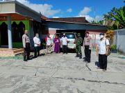 Polisi Berhasil Luluhkan Hati Wanita yang Menolak Diisolasi karena Corona