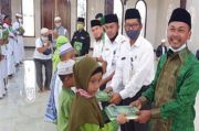 Senator Kalteng M Rakhman Bantu Mushaf Alquran ke Ratusan Santri