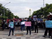 Massa Aliansi Kota Santri Desak Polisi Tangkap MSA