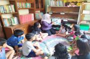 Prihatin Pelajar Kecanduan Gawai, Perempuan asal Salatiga Ini Dirikan Taman Baca