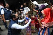 Dukung Pemberlakuan Sanksi, Pemprov Jabar Bagikan Jutaan Masker