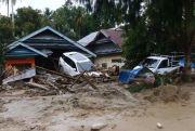 Warga Mulai Evakuasi Mobil dan Motor yang Terjebak Lumpur di Lutra