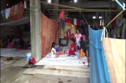 Anak Korban Banjir di Wajo Tetap Semangat Belajar di Pengungsian
