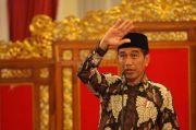 Jokowi Suntik Modal Rp2,4 Juta ke Pedagang Cilik: Jangan Dipakai Beli HP!