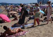 Khawatir Gelombang Baru Covid-19, Barcelona Batasi Pengunjung Pantai