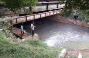 Warga Setu Keluhkan Pembuangan Limbah saat Hujan di Kali Jaletreng Riverpark