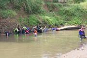 Terpeleset saat Buang Hajat, Hana Hilang Ditelan Sungai Cisangkuy