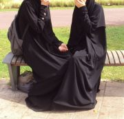 Aurat Dilihat Sesama Muslimah, Bagaimana Hukumnya?