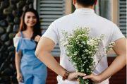 7 Cara Memberi Perhatian pada Pasangan