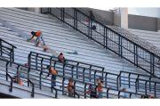 Lampu Seberat 1,2 Ton Standar FIFA Dipasang di Stadion GBT