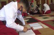 Asyiknya Belajar Daring di Kantor Desa, Internetnya Tidak Byarpet