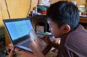 Ragam Cara Sekolah Bantu Siswanya : Boleh Nebeng Tetangga dan Pinjamkan Tablet