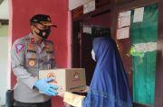 Bantu Keluarga Purnawirawan dan Warakawuri, Polri Salurkan 1.200 Sembako di Asrama Berlan
