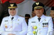Bupati dan Wakil Bupati Bima Gelar Sholat Idhul Adha di Tengah Korban Kebakaran
