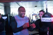 Duel Mike Tyson vs Roy Jones Jr: Adu Kekuatan Lawan Kecepatan!