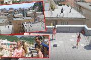 Heboh! Federer Main Tenis Bareng Anak Perempuan Italia di Rooftop