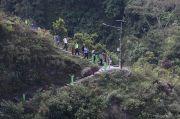 Perjuangan Ganjar Naik Turun Bukit Antarkan Daging Kurban ke Dusun Terpencil