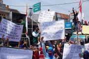 Kades Tersangka, Ratusan Warga Lebak Jabung Geruduk Kejari Mojokerto