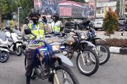 Polwan Cantik Antar Sembako Naik Motor Trail Trabas Lereng Galunggung