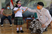 Ganjar Luncurkan Cerpen Karya Siswi SD Marsudirini 77 Salatiga