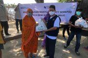 PLN Salurkan Bantuan 300 Paket Sembako untuk Korban Banjir Wajo