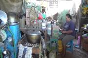 Miris, Keluarga Miskin di Kupang Tinggal di Kandang Ayam