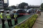 Awasi Ganjil Genap, Ratusan Polisi Jaga Sejumlah Jalan di Jakarta
