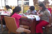 Dilema PJJ, Orang Tua Rela Dampingi Anak Belajar Daring sambil Kerja