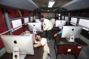 Susah Sinyal, Undika Surabaya Kerahkan Bis Online Keliling Kampung