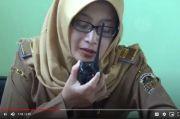 Begini Cara Guru Cantik di Madiun Mengajar Murid yang Tak Memiliki Handphone