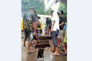 Becak Terseret Arus Air Gorong-Gorong saat Hujan Deras, 1 Penumpang Hilang