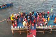 Viral Destinasi Wisata Pantai Penuh Warna Kreasi Pemuda Desa
