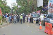 Pengendara Motor dan Mobil Berdiri Tegak Peringati Proklamasi di Jalur Lembang
