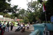 Hentikan Pengendara Motor, Polsek Kota Majalengka Ajak Hormat Bendera