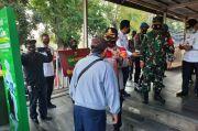 Polres Jaksel Bagikan 300 Masker di Stasiun Tebet dan Manggarai