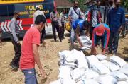 Polres Tanggamus Salurkan 2,5 ton Beras di Semaka